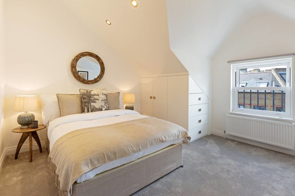image 4 furnished 4 bedroom Apartment for rent in Fairfield, Croydon