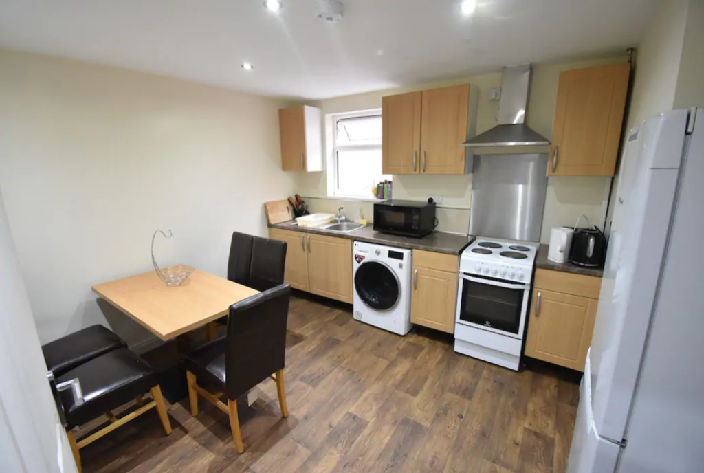 image 3 furnished 5 bedroom Apartment for rent in Whoberley, Coventry
