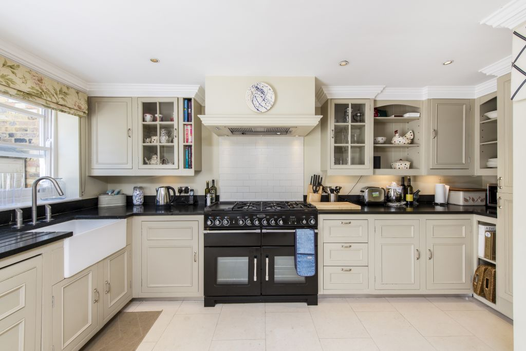 image 9 furnished 3 bedroom Apartment for rent in Sands End, Hammersmith Fulham