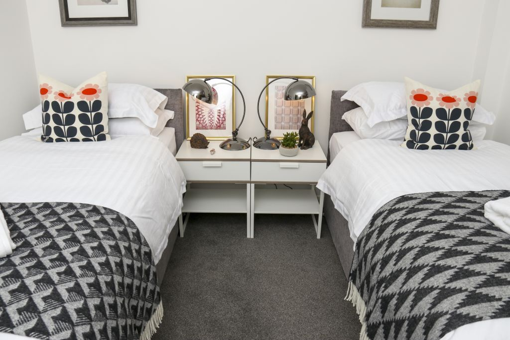 image 2 furnished 3 bedroom Apartment for rent in Watford, Hertfordshire