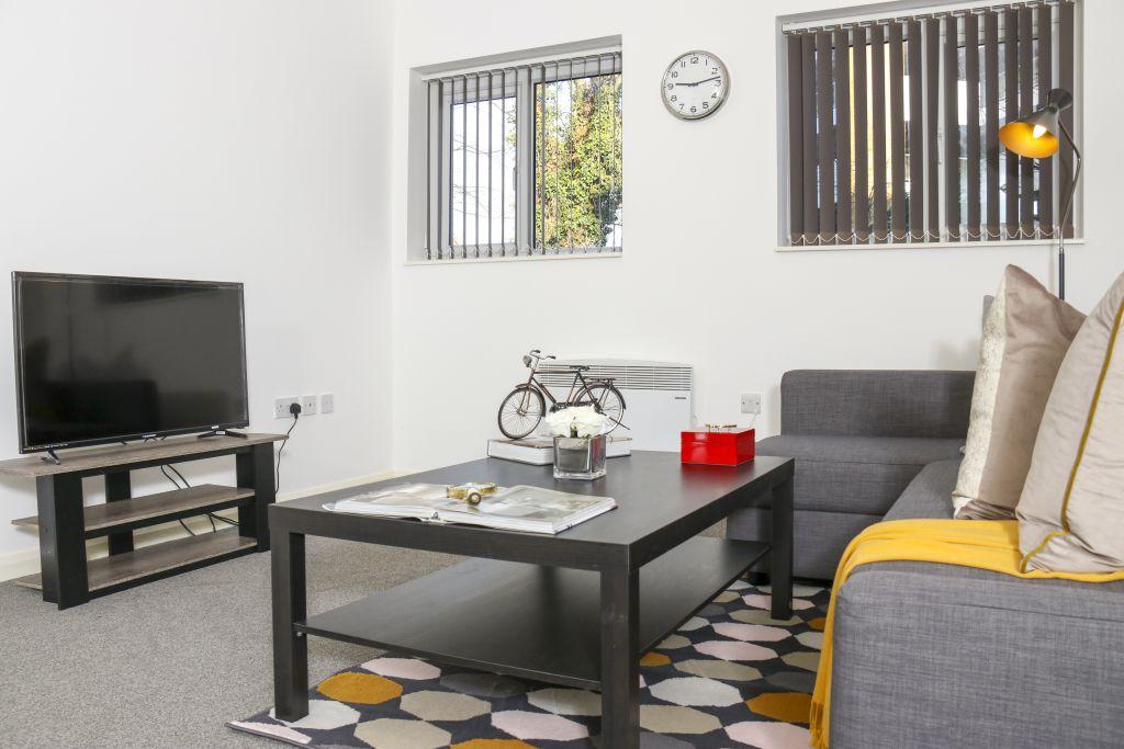image 7 furnished 3 bedroom Apartment for rent in Watford, Hertfordshire