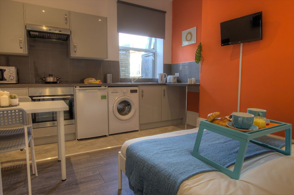 image 8 furnished 1 bedroom Apartment for rent in Willesden, Brent