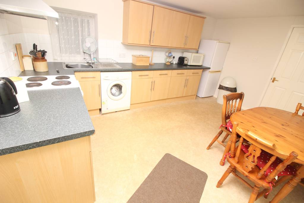 image 5 furnished 2 bedroom Apartment for rent in Wirral, Merseyside