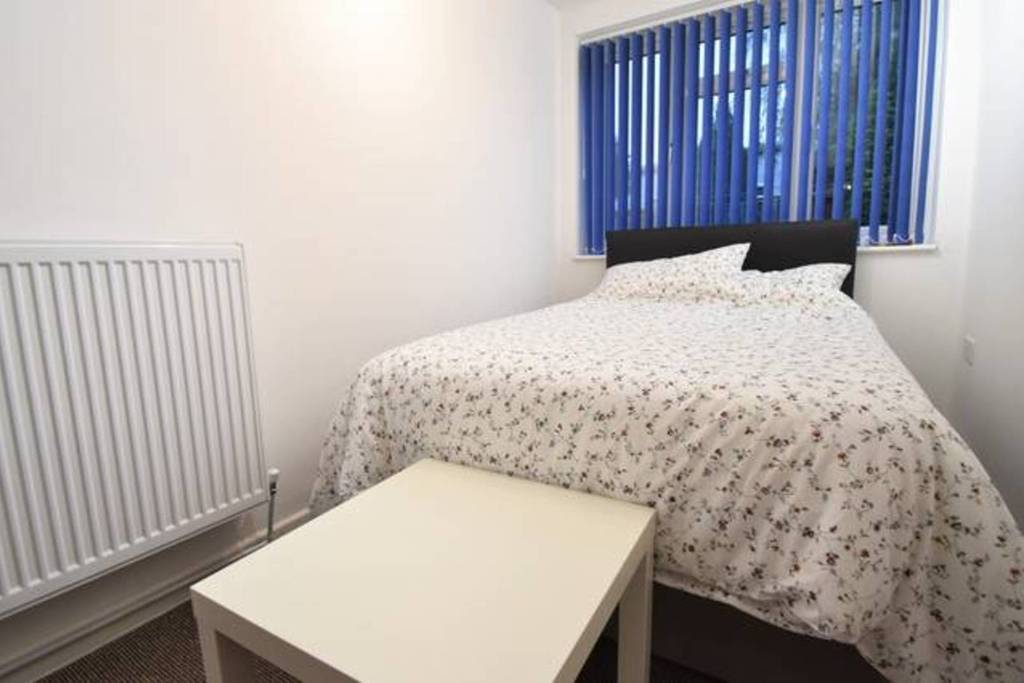 image 2 furnished 4 bedroom Apartment for rent in Sydenham, Belfast City