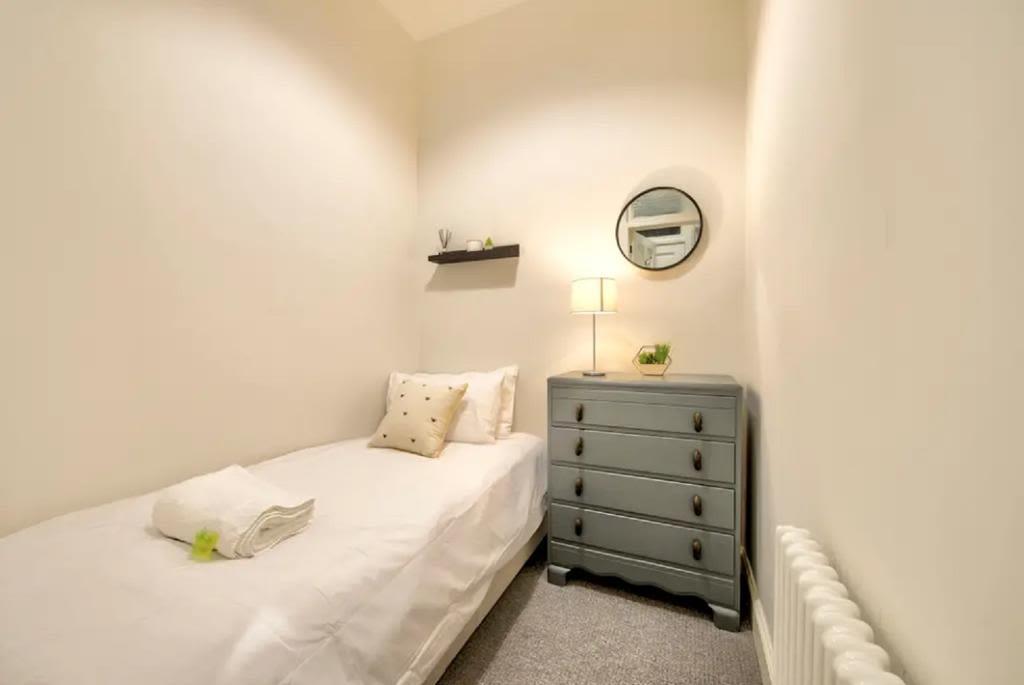 image 8 furnished 2 bedroom Apartment for rent in Edinburgh, Scotland