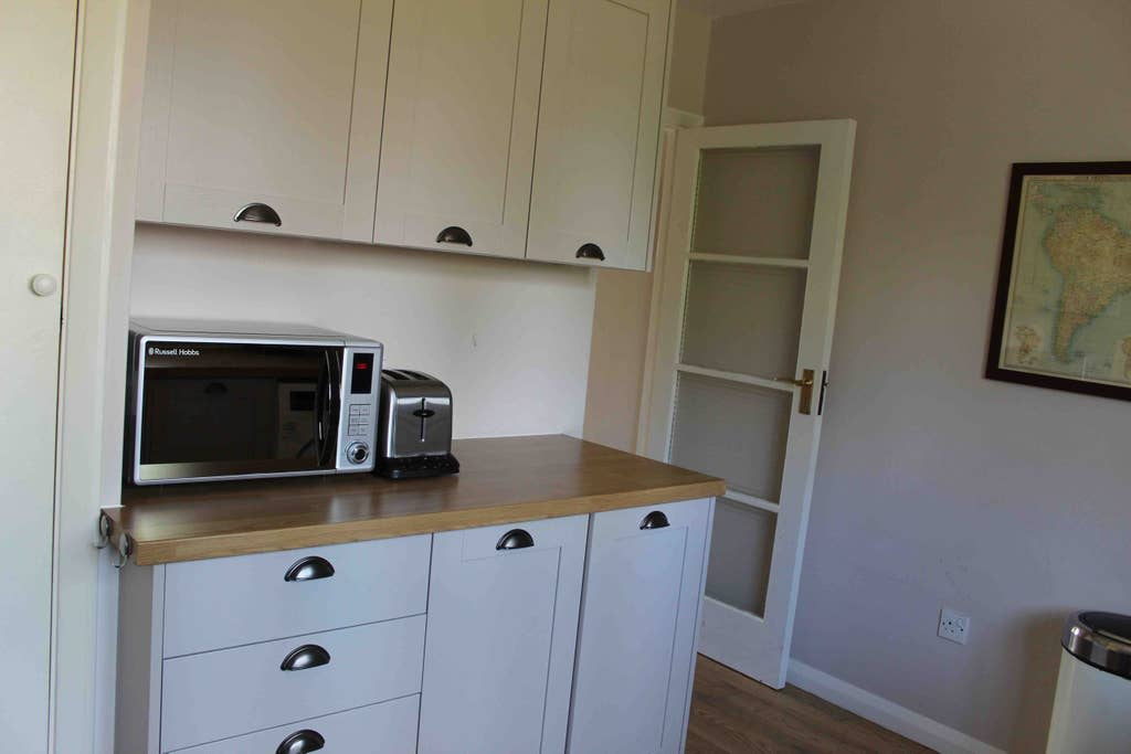 image 2 furnished 2 bedroom Apartment for rent in Bromley, Bromley