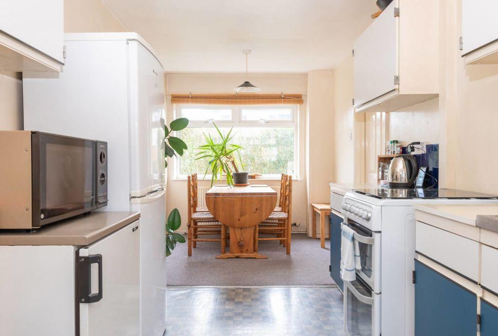 image 6 furnished 3 bedroom Apartment for rent in Leeds, West Yorkshire
