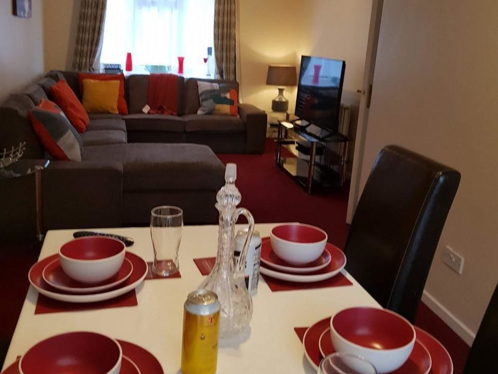 image 6 furnished 4 bedroom Apartment for rent in Luton, Bedfordshire