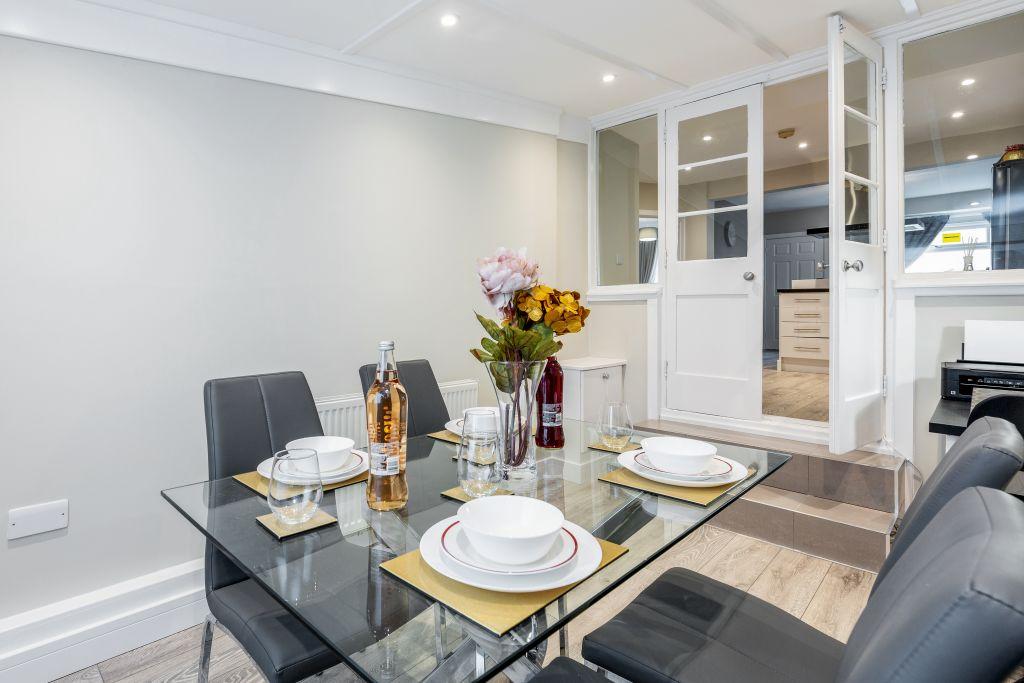 image 2 furnished 2 bedroom Apartment for rent in Dartford, Kent