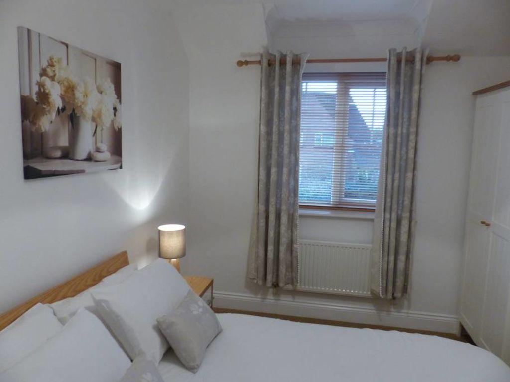 image 7 furnished 2 bedroom Apartment for rent in Basingstoke and Deane, Hampshire