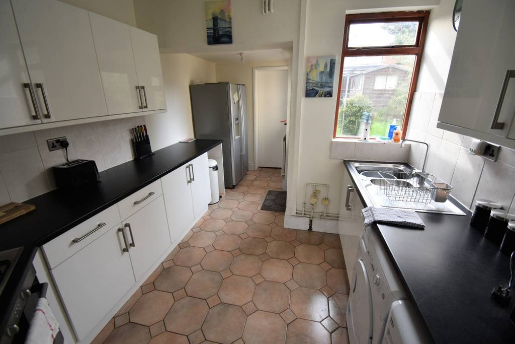 image 3 furnished 3 bedroom Apartment for rent in Radford, Coventry