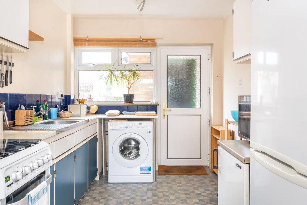 image 4 furnished 3 bedroom Apartment for rent in Leeds, West Yorkshire