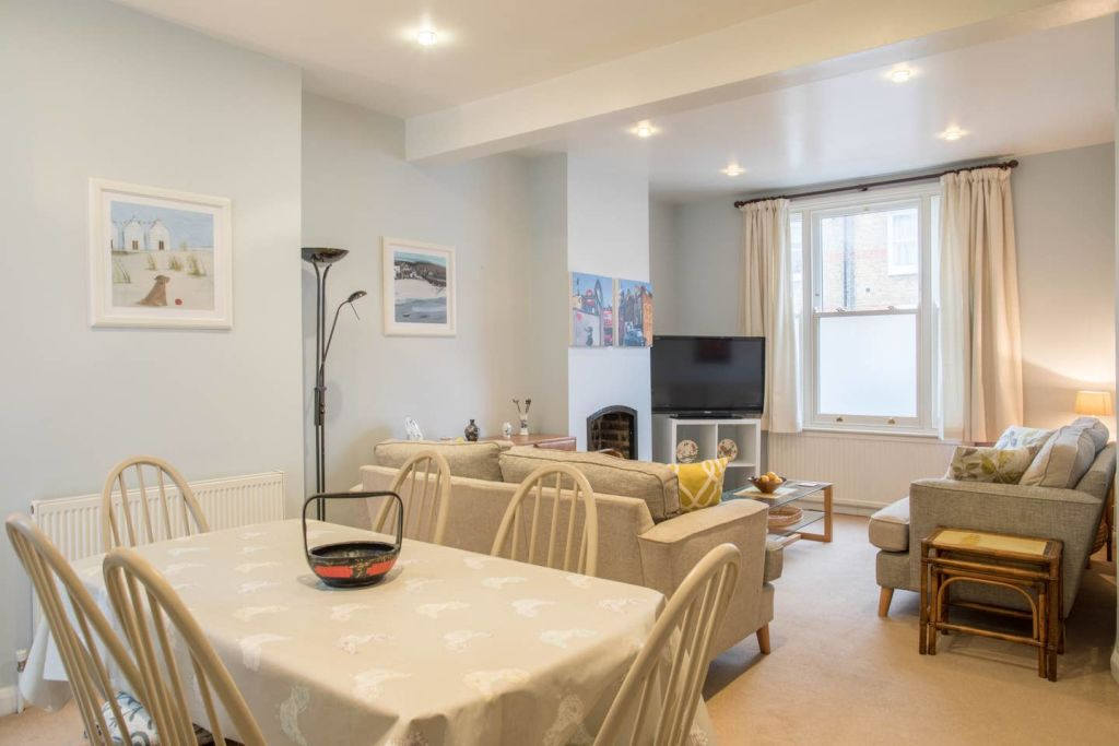 image 8 furnished 3 bedroom Apartment for rent in Cricklewood, Barnet