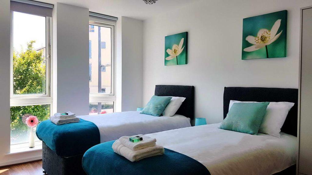 image 2 furnished 2 bedroom Apartment for rent in Gravesham, Kent