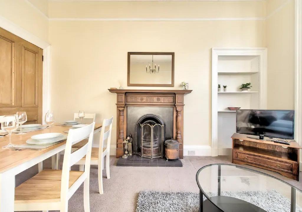 image 1 furnished 3 bedroom Apartment for rent in Edinburgh, Scotland