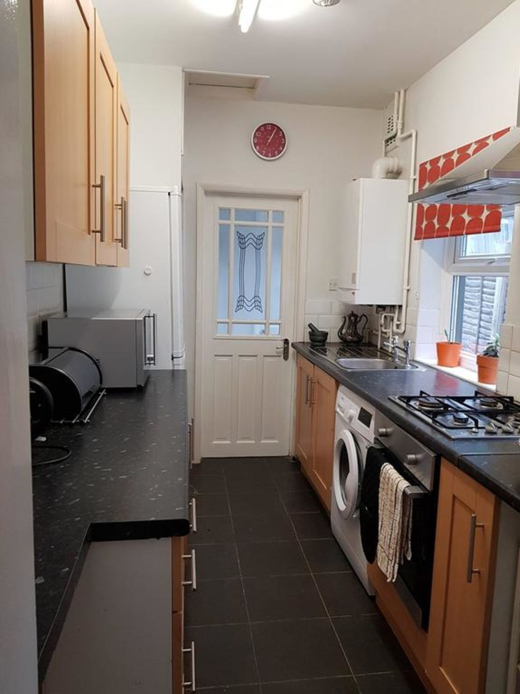 image 5 furnished 3 bedroom Apartment for rent in Luton, Bedfordshire