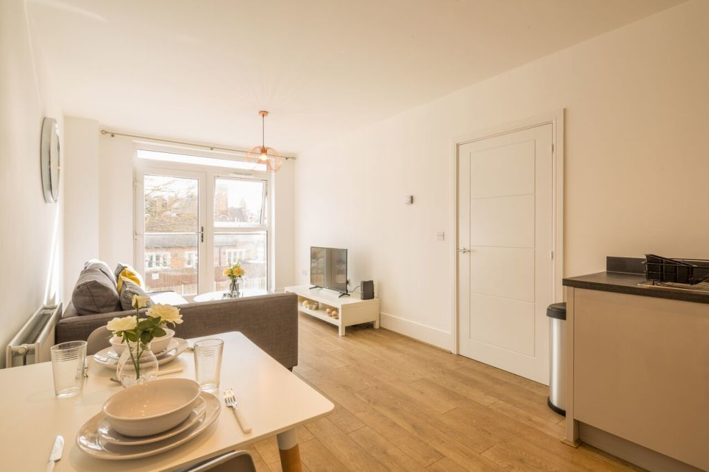 image 5 furnished 2 bedroom Apartment for rent in East Hertfordshire, Hertfordshire