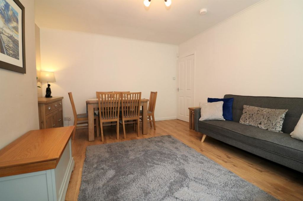 image 3 furnished 3 bedroom Apartment for rent in Victoria Park, Manchester
