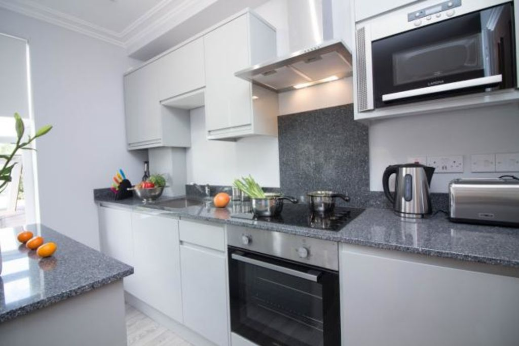 image 1 furnished 1 bedroom Apartment for rent in Reading, Berkshire