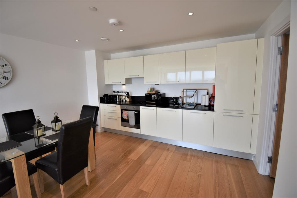 image 7 furnished 2 bedroom Apartment for rent in Slough, Berkshire