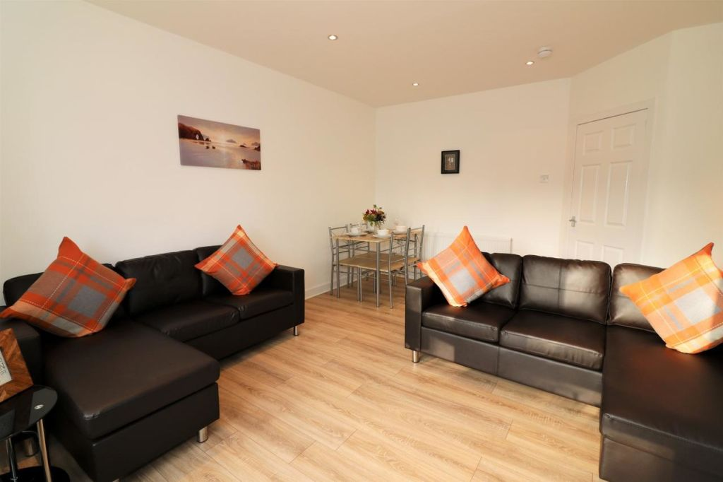 image 3 furnished 3 bedroom Apartment for rent in Glasgow, Scotland