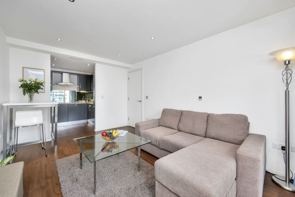 image 2 furnished 1 bedroom Apartment for rent in Canning Town, Newham