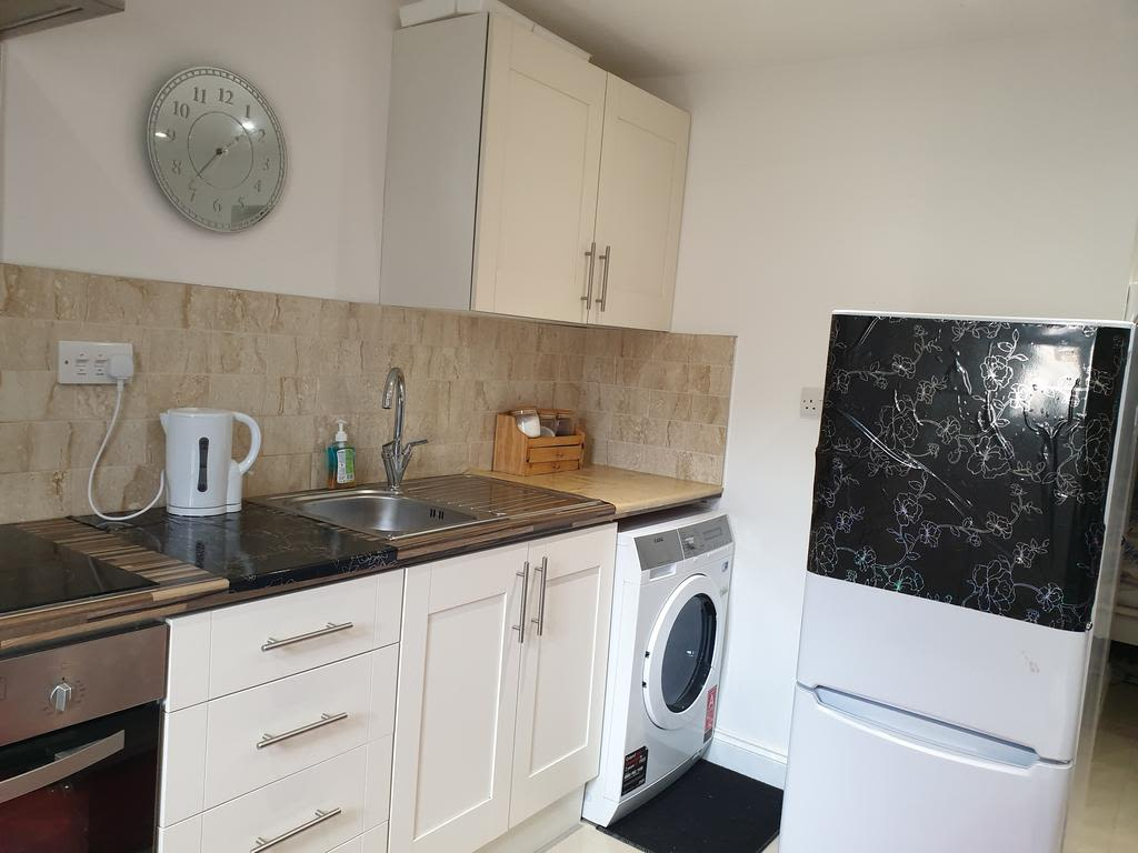 image 5 furnished 1 bedroom Apartment for rent in Luton, Bedfordshire