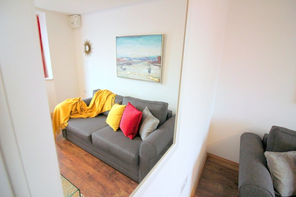 image 5 furnished 1 bedroom Apartment for rent in Cowley, Hillingdon