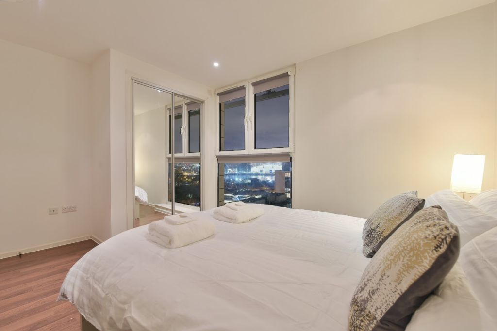 image 6 furnished 2 bedroom Apartment for rent in Canning Town, Newham
