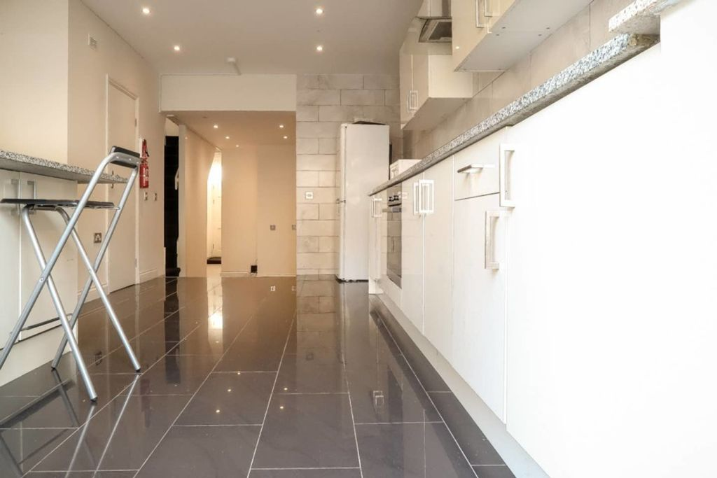 image 7 furnished 1 bedroom Apartment for rent in Plaistow, Newham