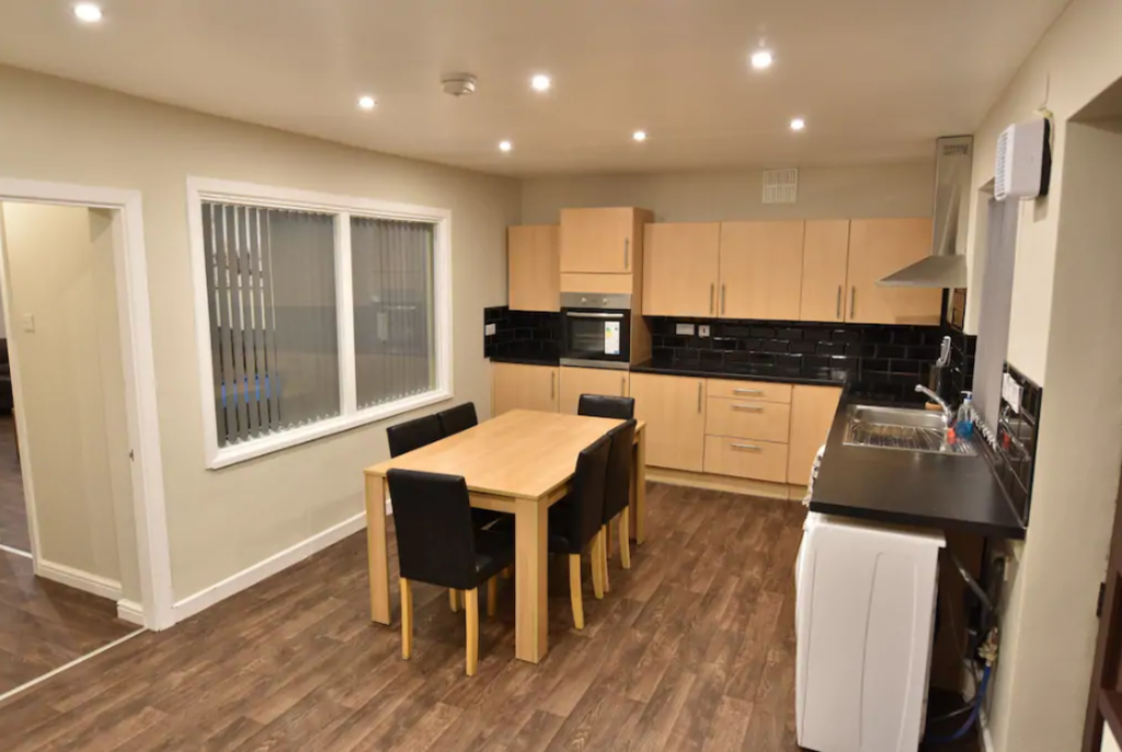 image 2 furnished 4 bedroom Apartment for rent in Stoke, Coventry