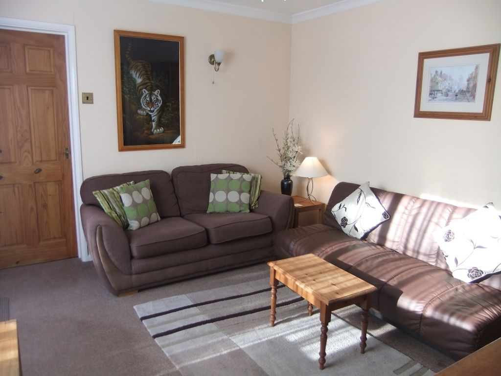 image 2 furnished 1 bedroom Apartment for rent in Windsor and Maidenhead, Berkshire