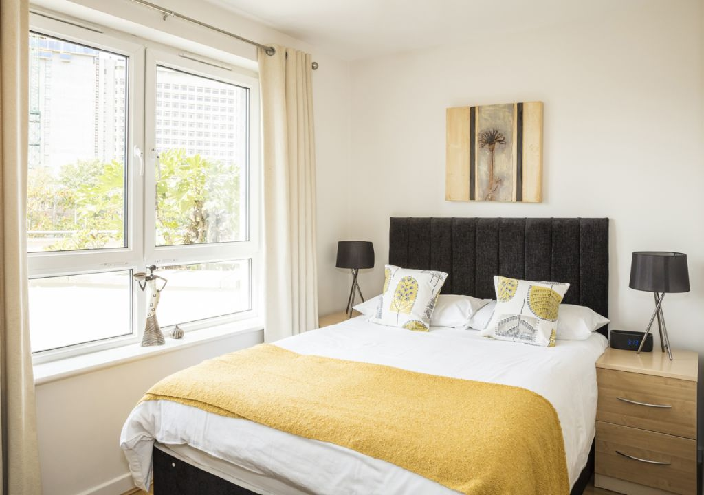 image 1 furnished 2 bedroom Apartment for rent in Woking, Surrey