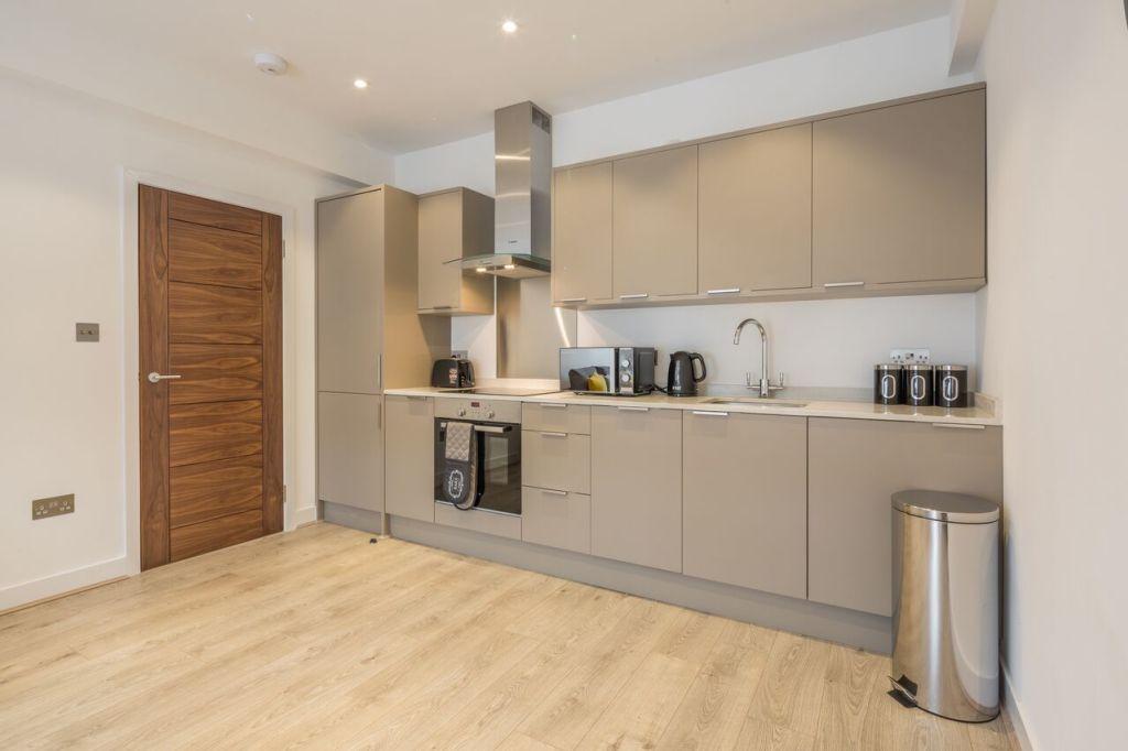 image 10 furnished 2 bedroom Apartment for rent in Welwyn Hatfield, Hertfordshire