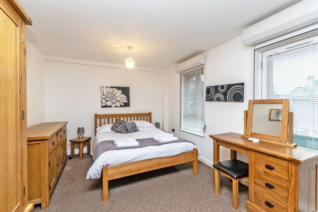 image 3 furnished 3 bedroom Apartment for rent in Chester, Cheshire