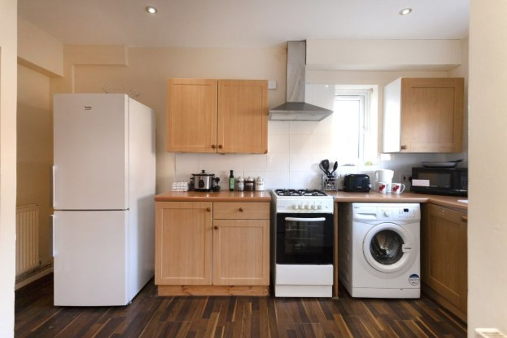 image 5 furnished 3 bedroom Apartment for rent in Charnwood, Leicestershire