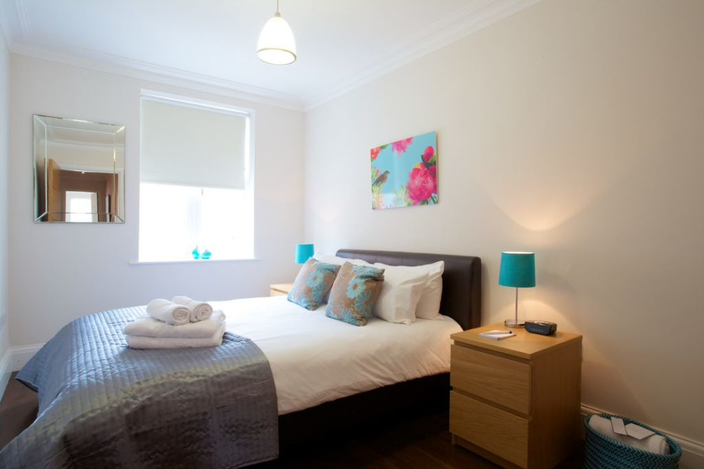 image 1 furnished 2 bedroom Apartment for rent in Ealing, Ealing