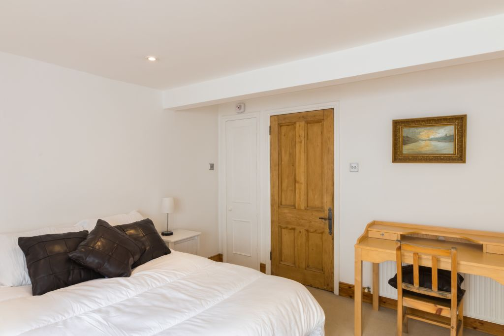 image 3 furnished 4 bedroom Apartment for rent in Sands End, Hammersmith Fulham