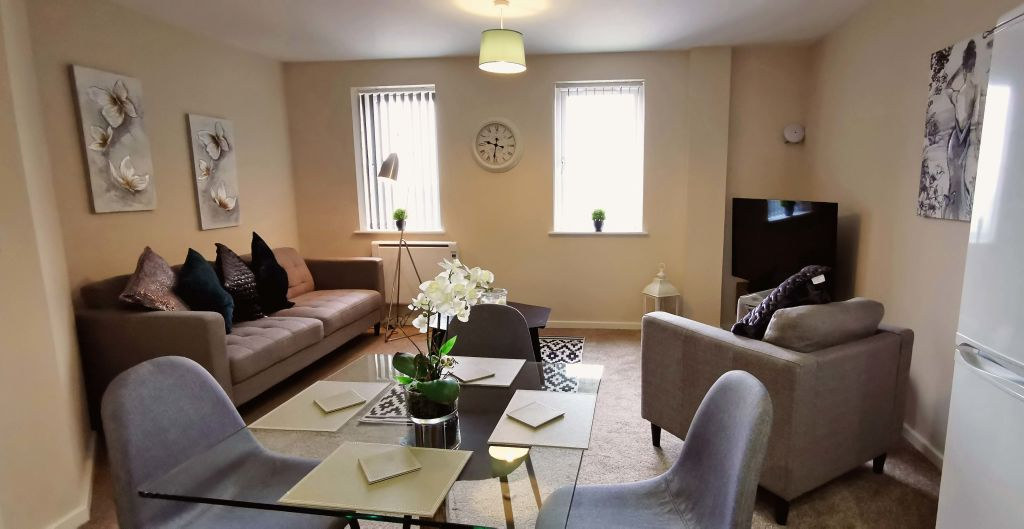 image 1 furnished 2 bedroom Apartment for rent in Longford, Hillingdon