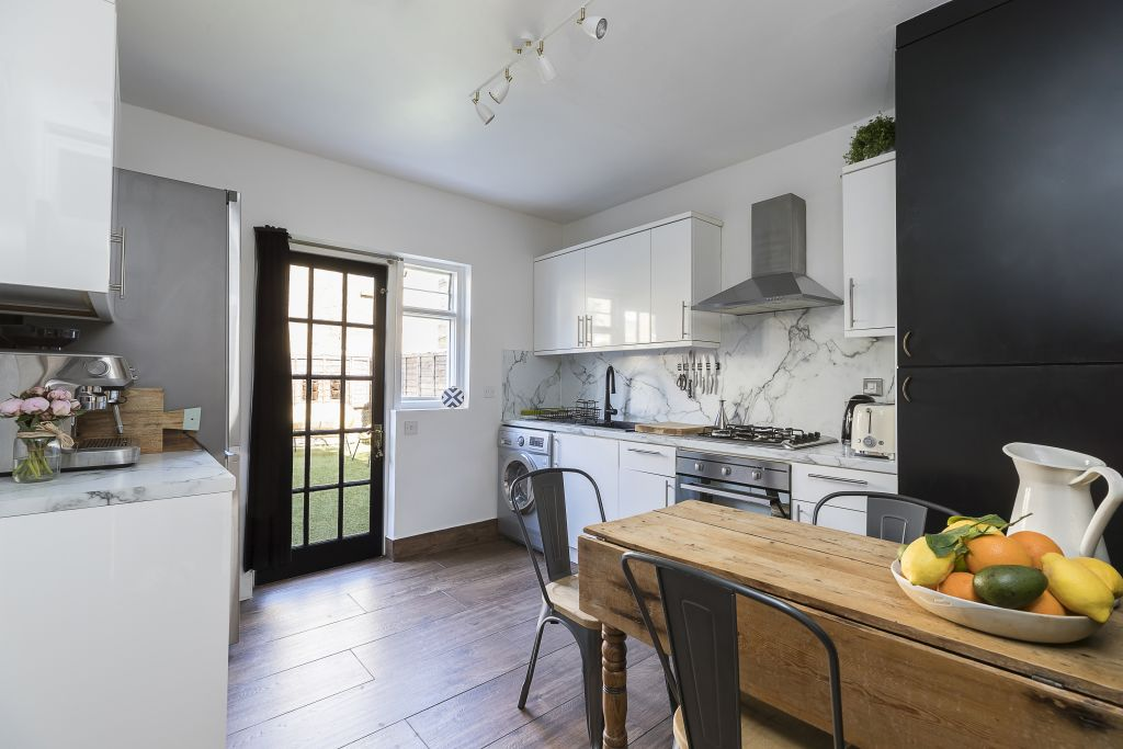 image 3 furnished 2 bedroom Apartment for rent in Sands End, Hammersmith Fulham