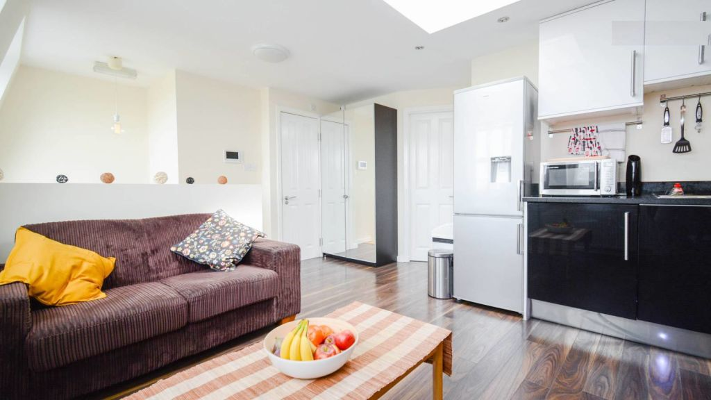 image 3 furnished 2 bedroom Apartment for rent in Shepherds Bush, Hammersmith Fulham