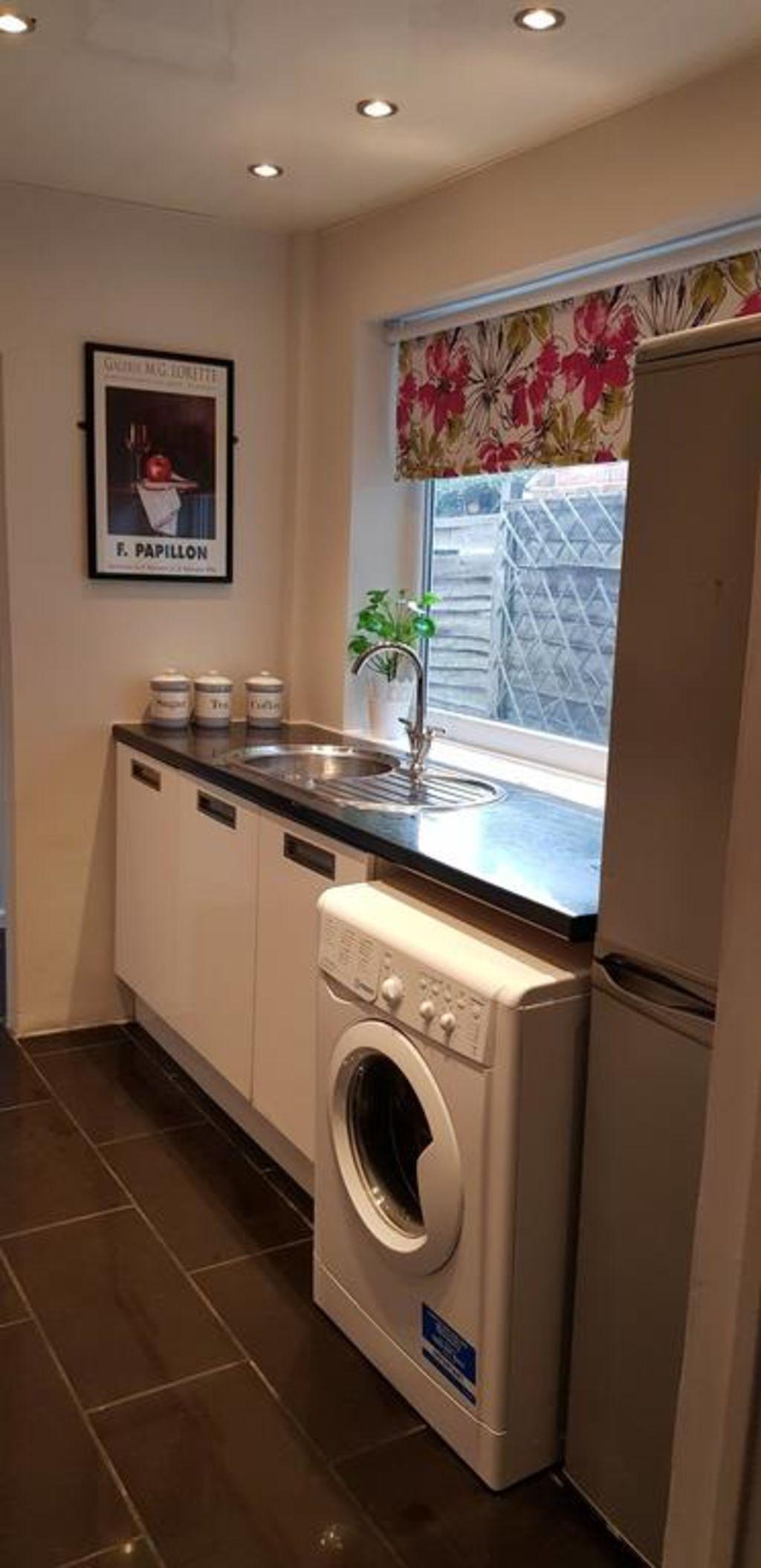image 2 furnished 3 bedroom Apartment for rent in Gedling, Nottinghamshire