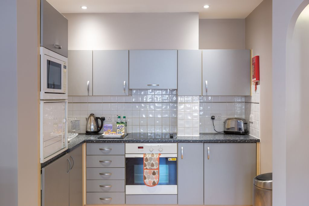image 1 furnished 1 bedroom Apartment for rent in South Wimbledon, Merton