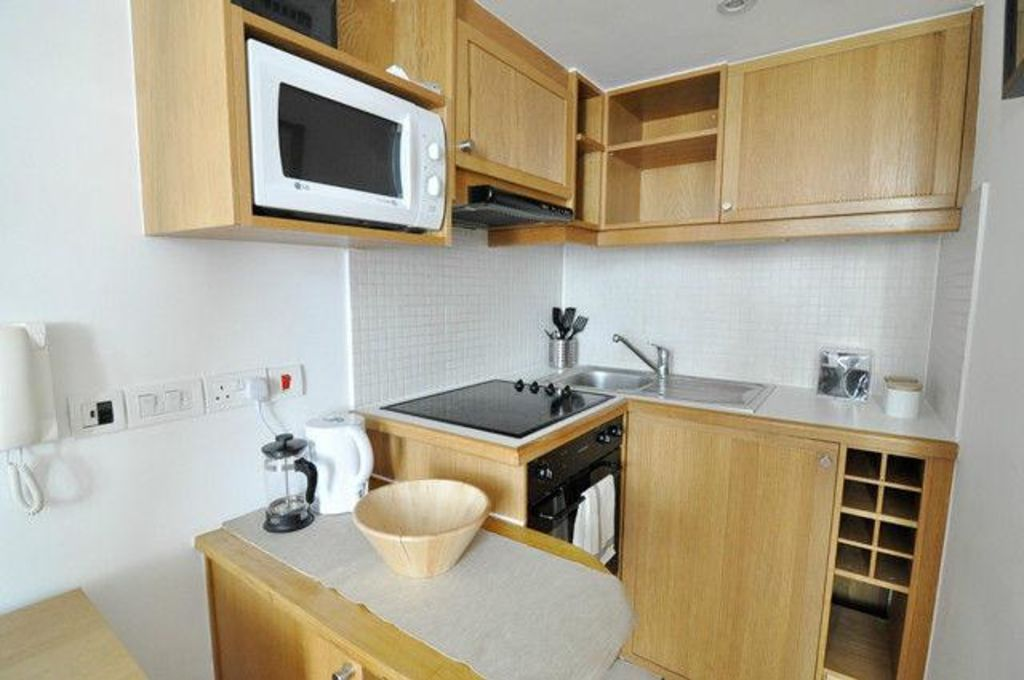 image 4 furnished 1 bedroom Apartment for rent in North End, Bexley