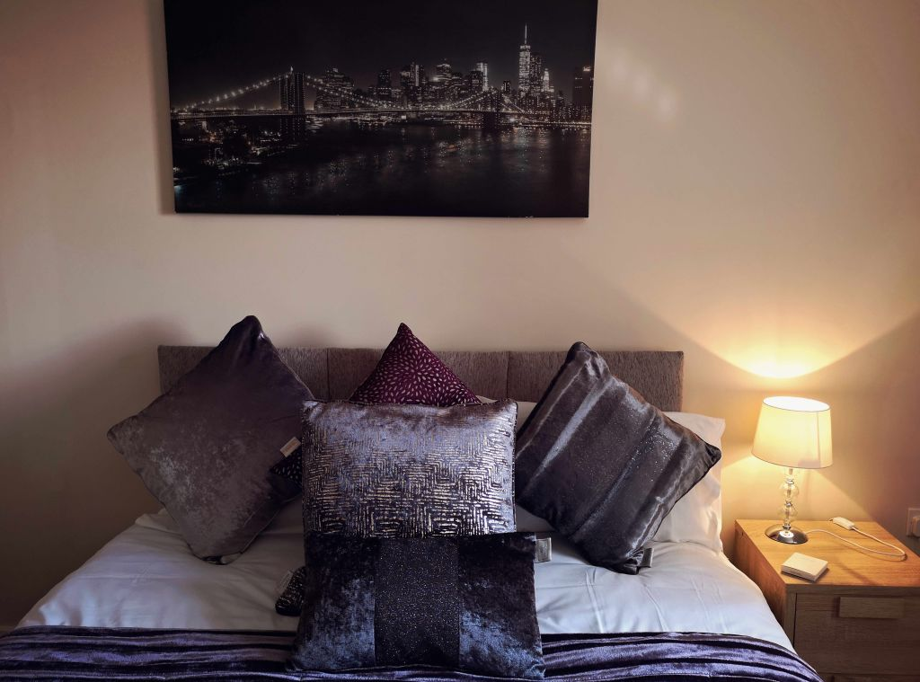 image 4 furnished 1 bedroom Apartment for rent in Longford, Hillingdon