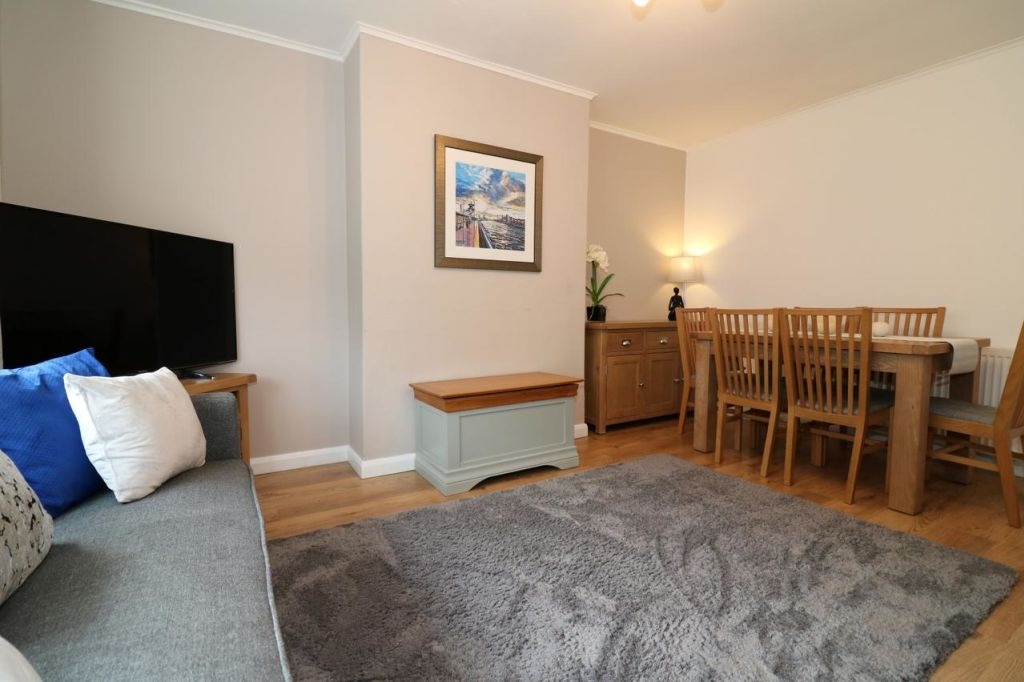 image 4 furnished 3 bedroom Apartment for rent in Victoria Park, Manchester