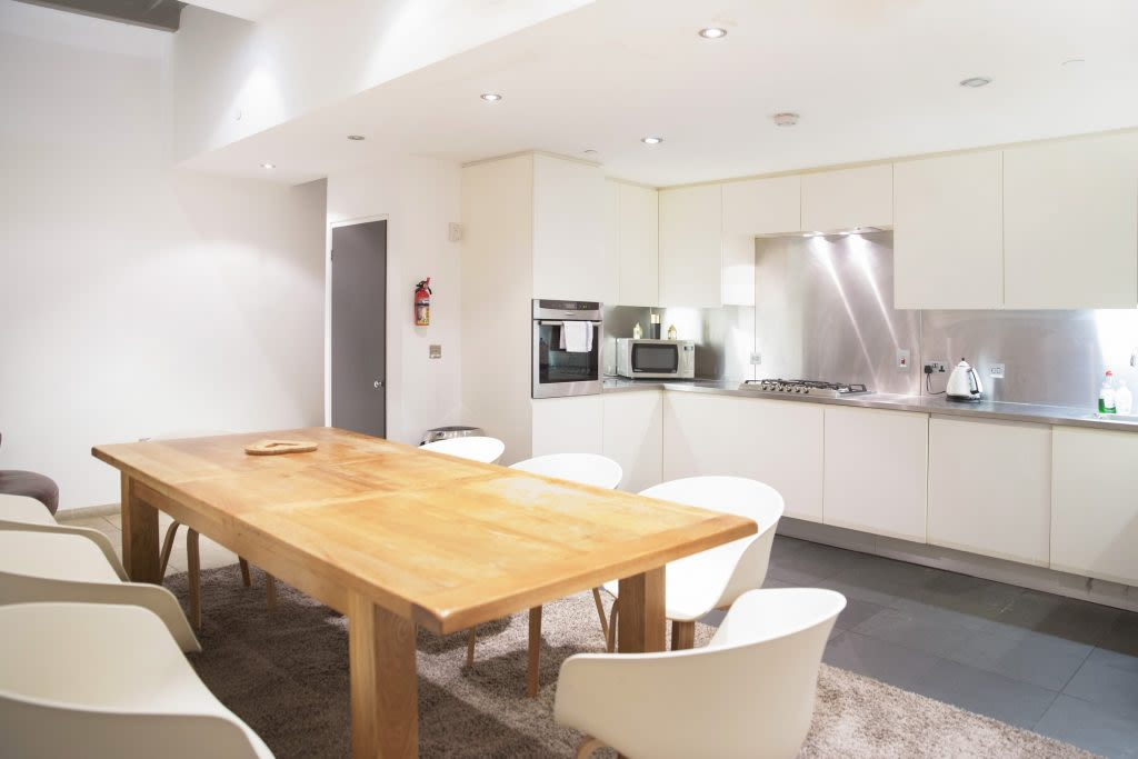 image 6 furnished 3 bedroom Apartment for rent in Covent Garden, City of Westminster