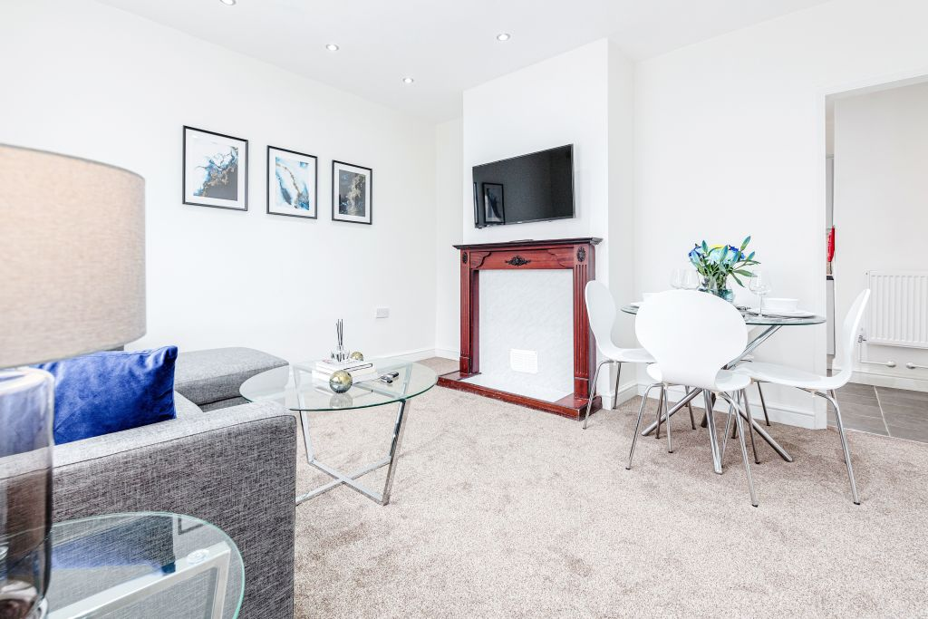 image 2 furnished 3 bedroom Apartment for rent in Thurrock, Essex