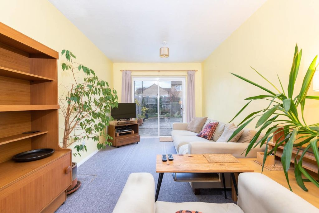 image 2 furnished 3 bedroom Apartment for rent in Leeds, West Yorkshire