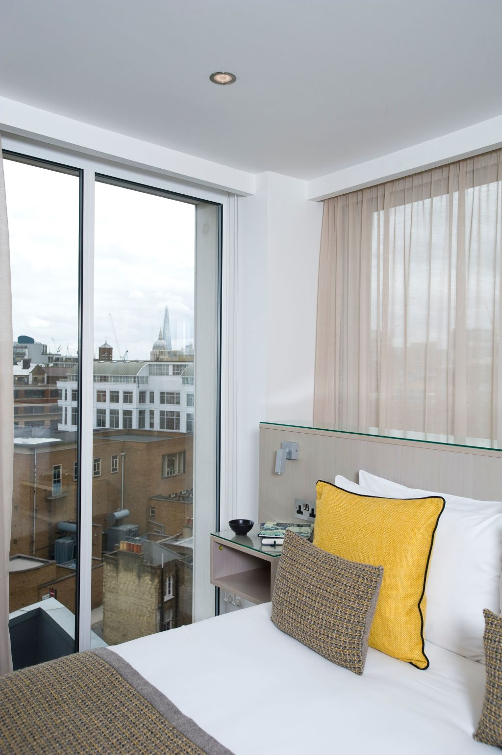 image 2 furnished 2 bedroom Apartment for rent in Clerkenwell, Islington
